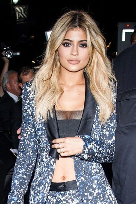 Kylie Jenner Blonde Khloe Kardashian Wavy Medium