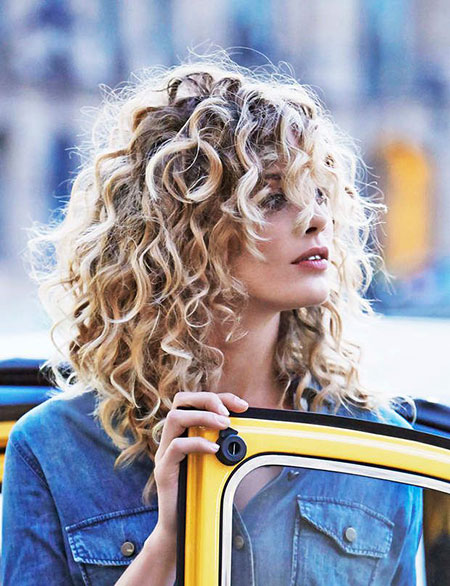 Curly, Wavy, Taylor, Swift, Shoulder, Length, Curls, Bangs