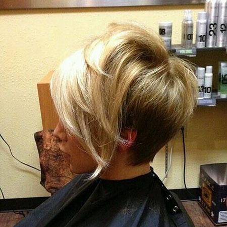 10 Short Sandy Blonde Hairstyles Blonde Hairstyles 2020