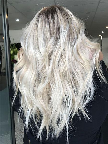 Blonde Balayage Tones Textured Platinum Long Golden Girl Frisyrer Face